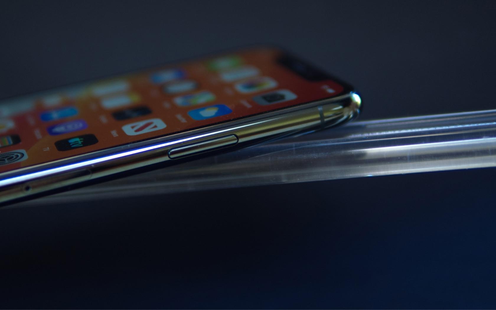 iPhone 11 Pro 64GB cũ  có thời lượng pin tốt, hỗ trợ sạc nhanh 18W