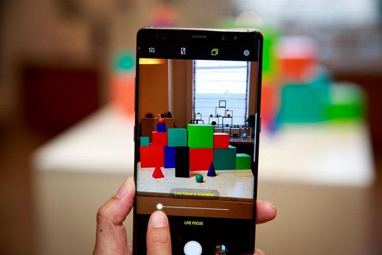 Note 8 bản Hàn được giới công nghệ nhớ đến nhờ 2 cảm biến chống rung OIS ở cả 2 ống kính.