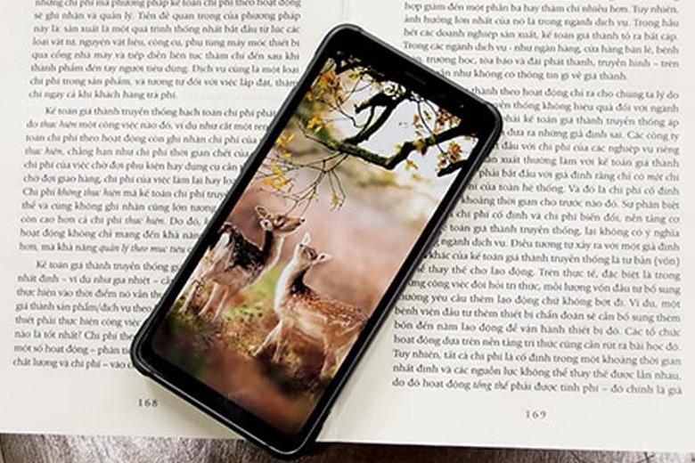 Samsung trang bị cho model Galaxy S8 Active cũ màn hình kích thước 5.8 inch cùng độ phân giải 1440 x 2960 pixels