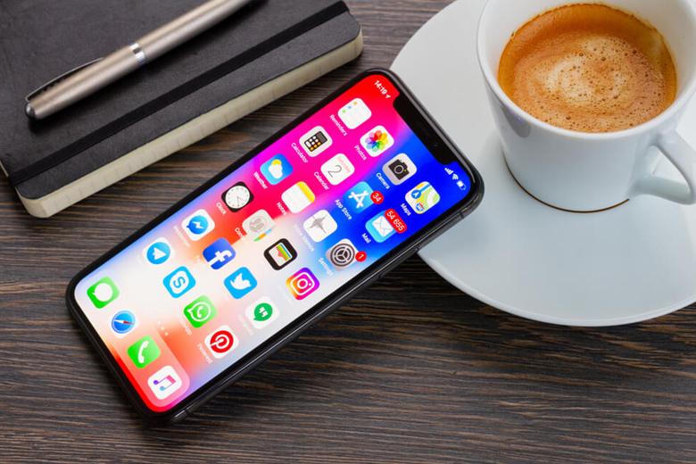 iPhone X 256GB cũ là điện thoại đầu tiên sở hữu thiết kế màn hình tai thỏ độc đáo