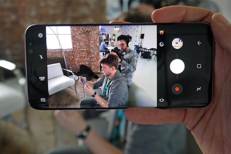Samsung trang bị cho sản phẩm của mình cụm camera chính 12MP, khẩu độ F/1.7