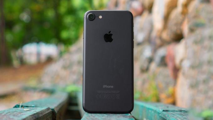 điện thoại iPhone 7 32GB cũ có thiết kế khá giống với các model tiền nhiệm