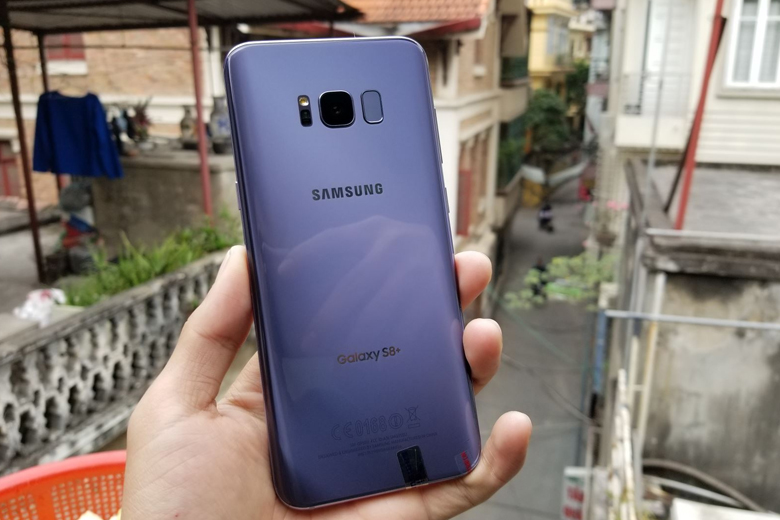 màu sắc của Samsung Galaxy S8 Plus có thể thay đổi theo nhiều góc ánh sáng khác nhau.