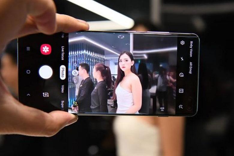Galaxy S10 128GB cũ Mỹ được trang bị 3 camera ở mặt sau