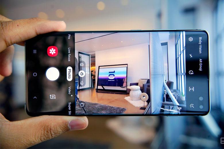 Galaxy S10 Plus 128GB cũ được trang bị 3 camera sau