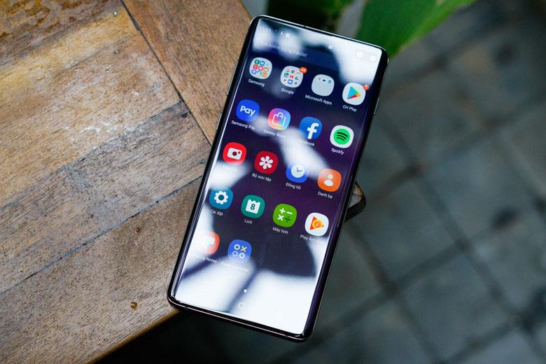 Galaxy S10 Plus 128GB cũ sử dụng màn hình tràn viền có kích thước lên đến 6,4 inch