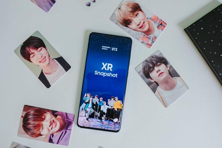 Galaxy S20 Plus BTS Edition được trang bị màn hình tràn viền có kích thước tới 6,7 inch