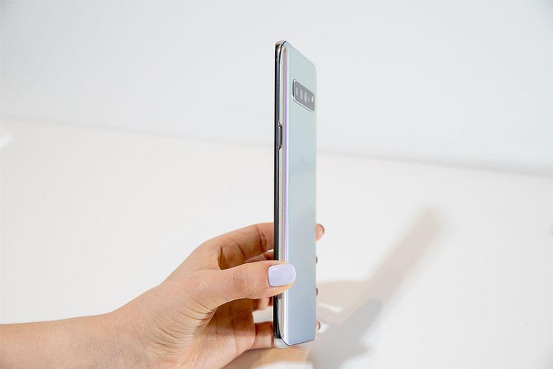 Galaxy S10 5G 256GB cũ 97% Hàn Quốc được trang bị lớp kính cường lực đi kèm khung kim loại chắc chắn