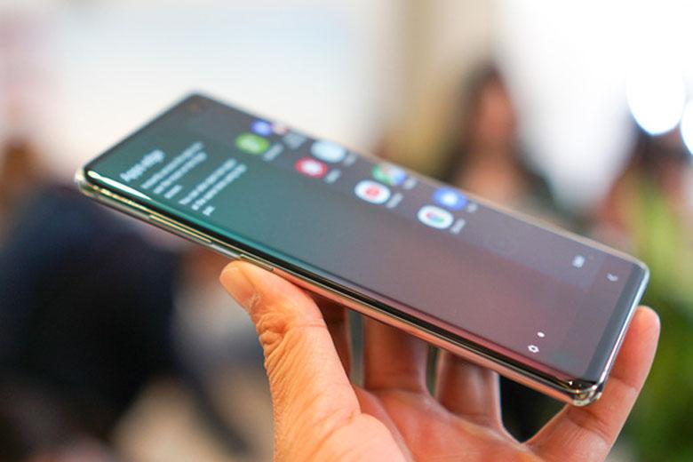 Galaxy S10 Plus 128GB cũ Hàn Quốc sở hữu vẻ ngoài thu hút