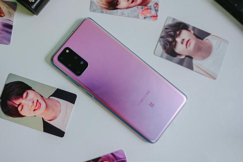 Galaxy S20 Plus BTS Edition có biểu tượng trái tim nhỏ nhắn nằm liền kề cụm camera chính