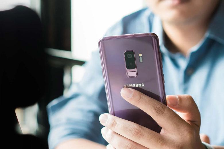 mở khóa vân tay trên Galaxy S9 Plus cũ Hàn Quốc được dời xuống dưới cụm camera