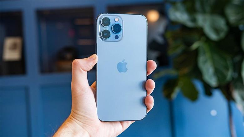 iPhone 13 Pro 1TB tiếp tục sử dụng ngôn ngữ thiết kế cạnh phẳng