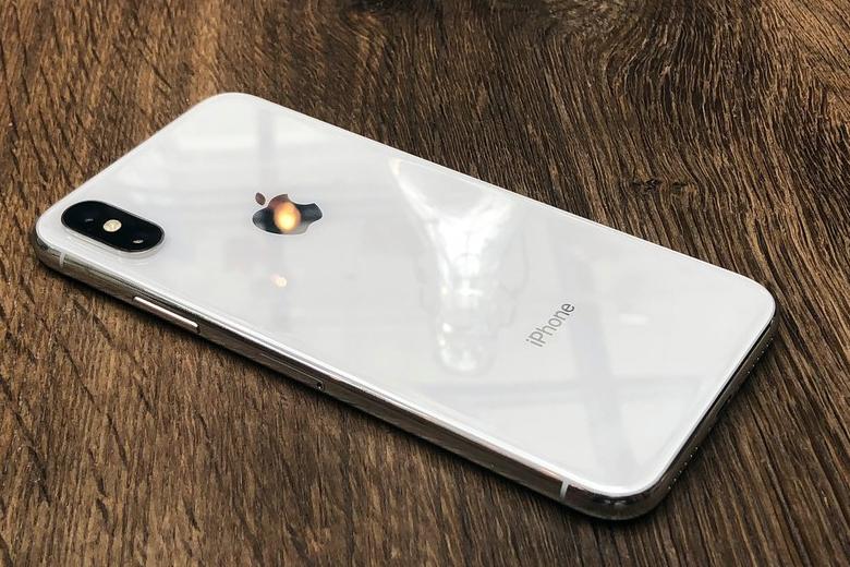 camera iPhone X cũng được trang bị 2 ống kính ở mặt sau