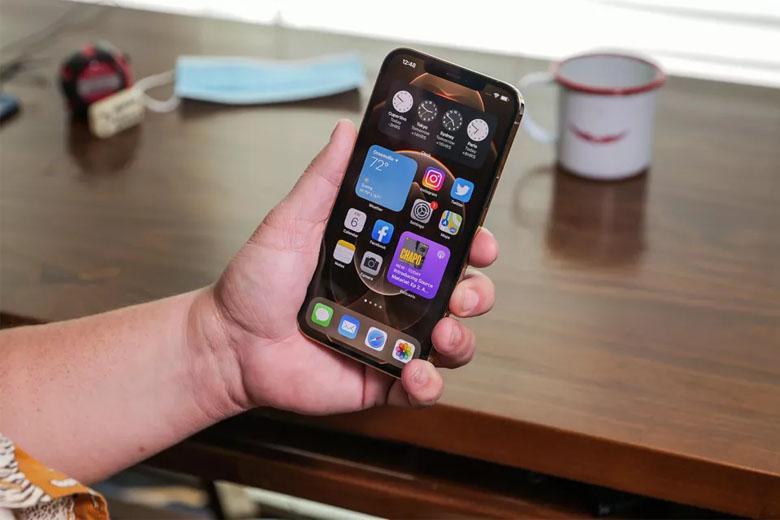 Cung cấp sức mạnh cho iPhone 12 Pro Max 512GB (VN/A) là vi xử lý A14 Bionic mạnh mẽ nhất của Apple.