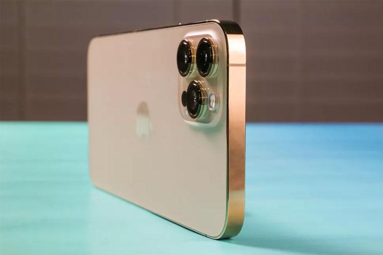iPhone 12 Pro Max 512GB (VN/A) thay đổi kiểu dáng thiết kế góc cạnh và khá vuông vức