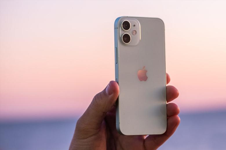iPhone 12 mini 128GB thừa hưởng nhiều ưu điểm từ ngoại hình iPhone 11